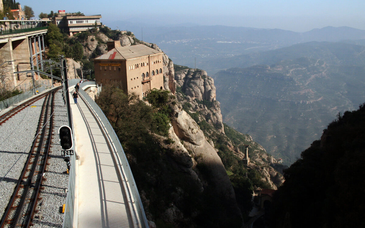 Hiking-in-Montserrat2